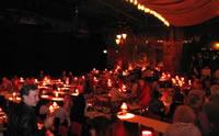 El interior del famoso sitio de espectáculos el Moulin Rouge