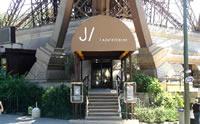 Entrada del restaurante Jules Verne en lo mas alto de la Torre Eiffel