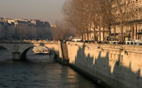 Unos de los puentes que atraviesa el Río Sena